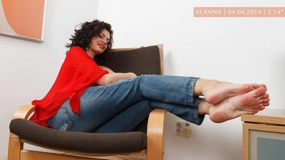 Feet Jeans download